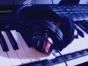 headphones on piano1-600x400-2